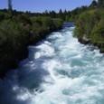ケミカルカラーな滝-フカ・フォール