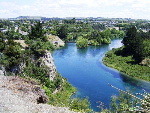 美しい川の色に魅せられて