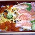 炙り鮭とイクラのお寿司